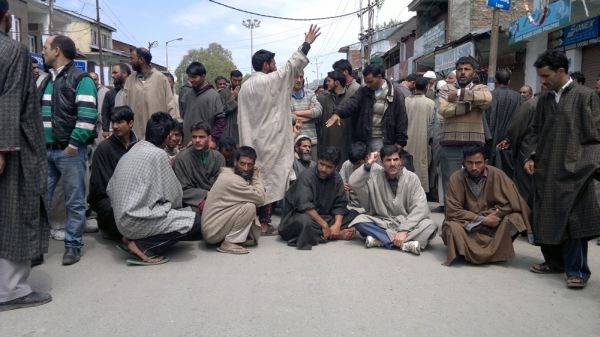 Anantnag Dooru residents protest against PDD's inflated electricity bills