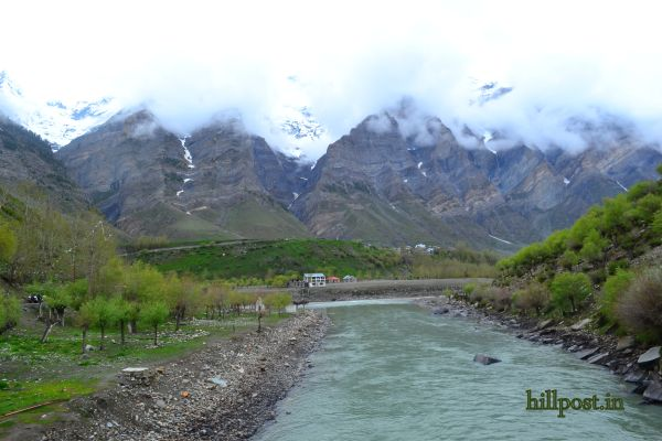 Confluence of Chandra and Bhaga River near Keylong (Right next to Tandi Bridge)