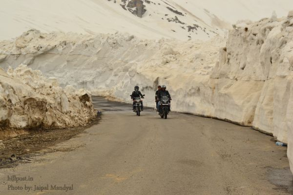 Bikers Crossing Rohatang in May 2012