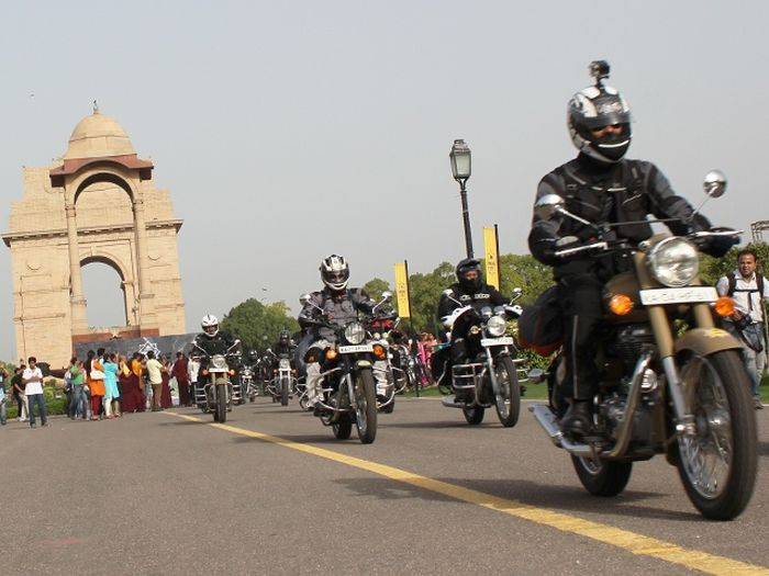 100 bikers take on the mighty Himalayas_2