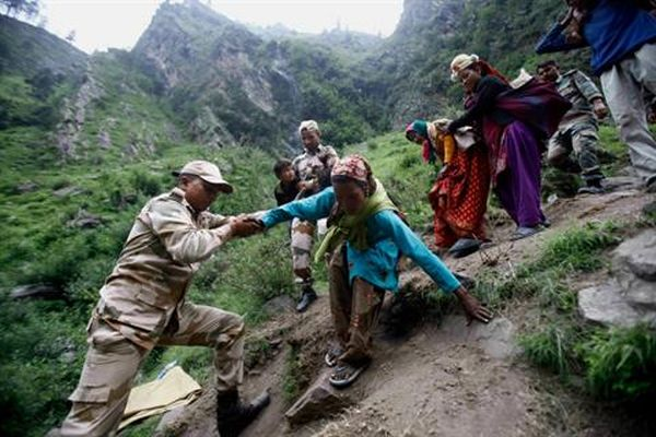 Armed forces rescue 1,000 people braving inclement weather_5