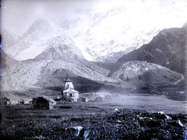 Peaks and temple of Kedernath 1882.