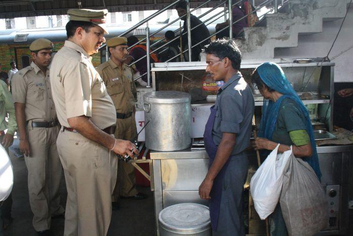 Delhi Police's 'Khoj' for lost children at railway stations_2