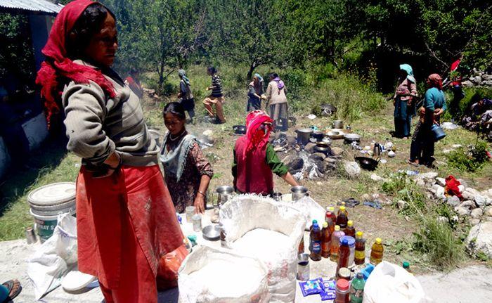 Devotion of Uttarakhand women stole the hearts of pilgrims