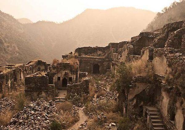 Haunted Bhangarh Fort in India