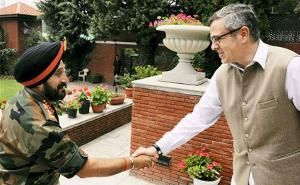 Indian Army chief, Omar Abdullah discuss Kashmir security situation!
