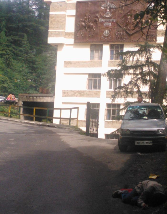 State of affairs - a drunk man lying outside the state police headquarters in Shimla_1