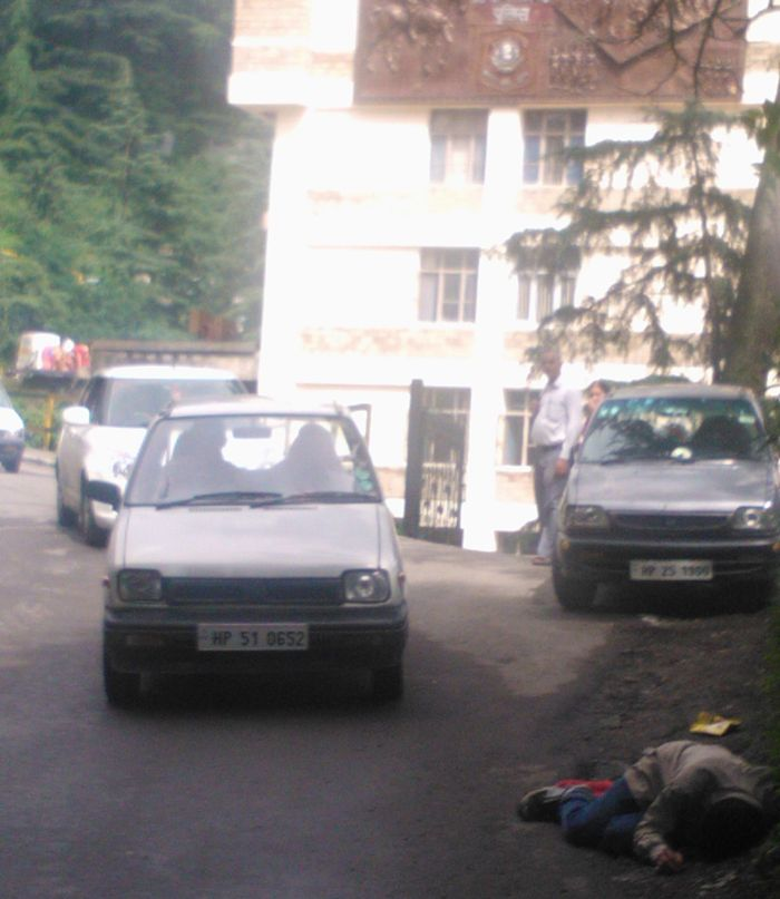 State of affairs - a drunk man lying outside the state police headquarters in Shimla_2