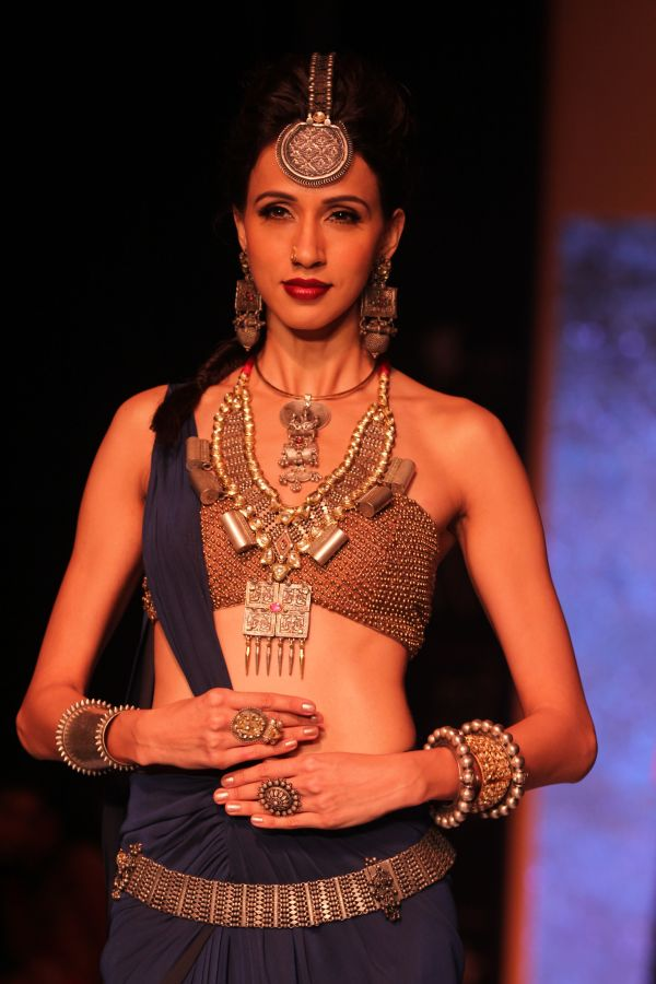 A model showcases creations from jewellery designer Sumit Sawhney's Carved Incarnations line_1