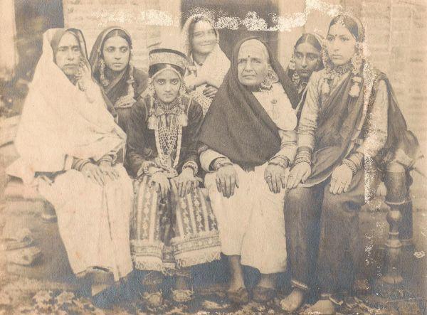 Understanding Kashmiri cultural history through photographs!