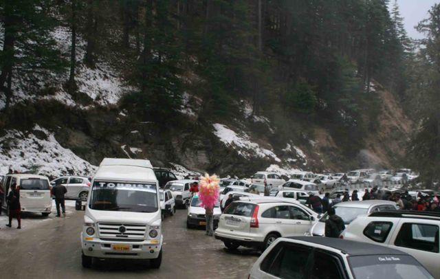 Mad traffic rush at Kufri: Photo by Amit
