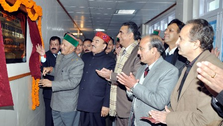 Kaul Singh with the CM at IGMC on 15.1.2014