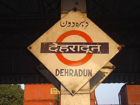 800px-Dehradun_platformboard