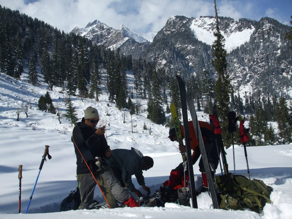 Backcountry skiing in Manali