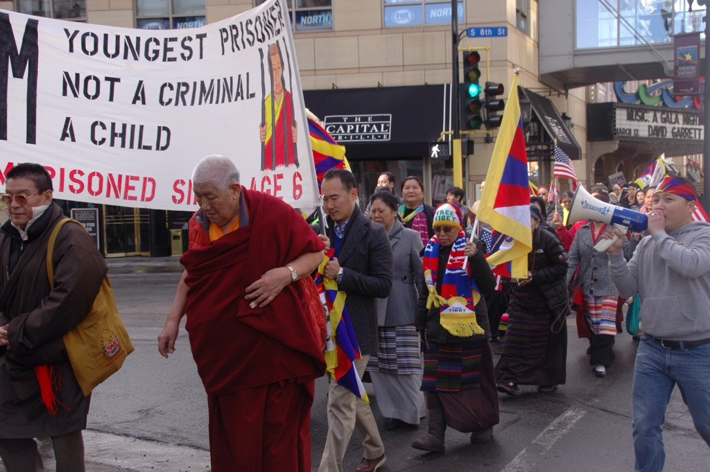 Minnesota Tibetans Storm Chinese Office in Chicago