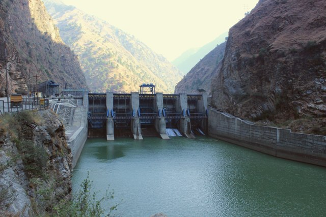 5.Upstream of the Pandoh Dam is the 126 MW Larji Power Project built in 2006. This is the first project that claims to have constructed a fish ladder to facilitate upstream movement of fishes. However, the fish ladder lies dysfunctional and the future of several fish species in the Beas seems bleak.